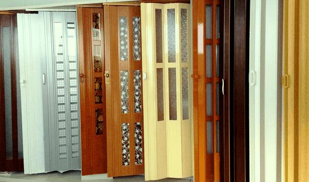 Двері розсувні пластикові типу гармошка